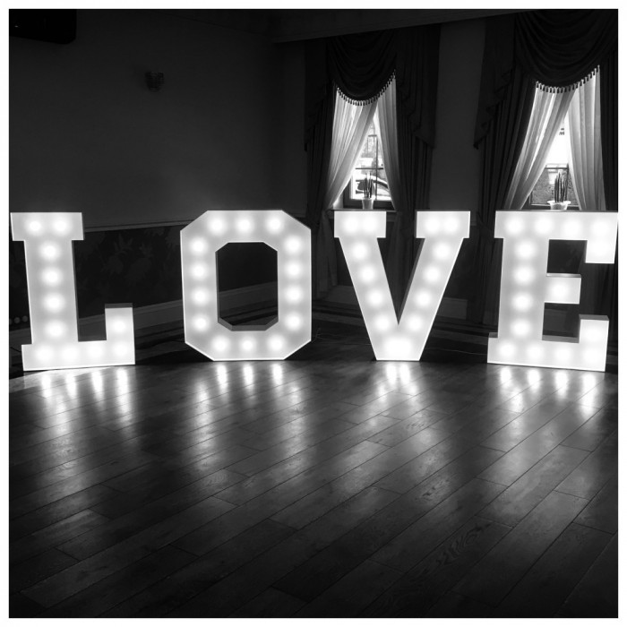 Napis LOVE   MIŁOŚĆ na wesela: zdjęcie 78131493