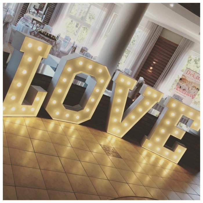 Napis LOVE   MIŁOŚĆ na wesela: zdjęcie 78131491