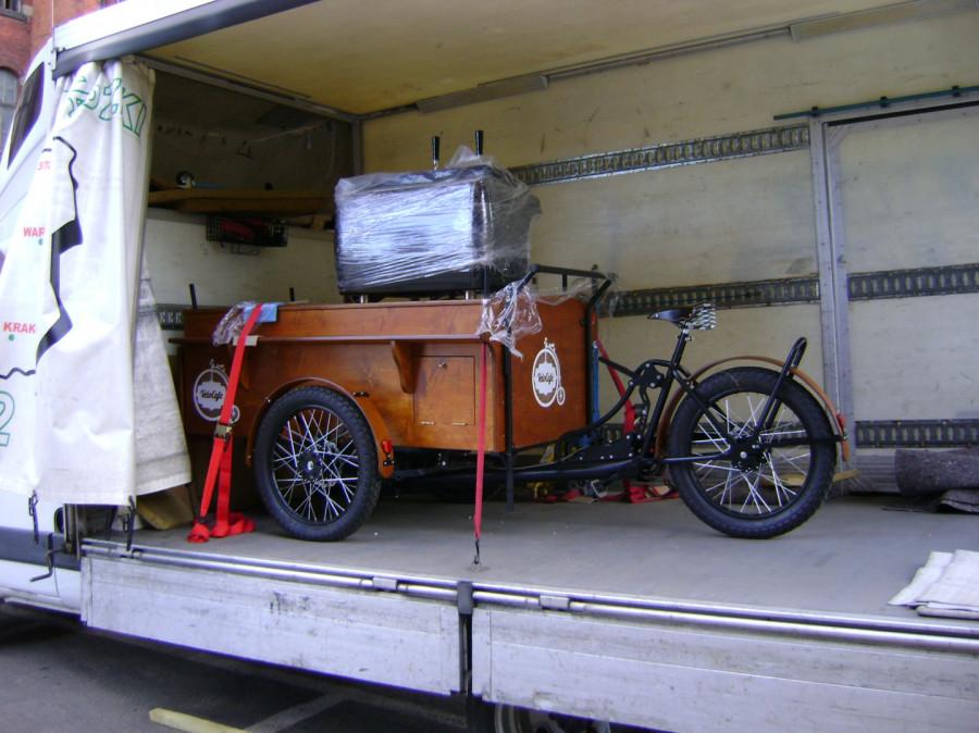 transport / samochód z windą /: zdjęcie 78111573