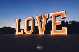 L.O.V.E. ledami pisany, napis LOVE na wynajem, Gdańsk Trójmiasto