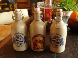 Trzy butelki z kamionki 0,5 l