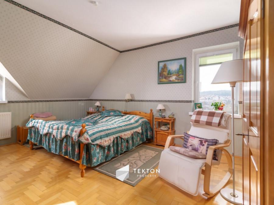 Dwupoziomowe mieszkanie z garażem i 2 piwnicami: zdjęcie 87104355