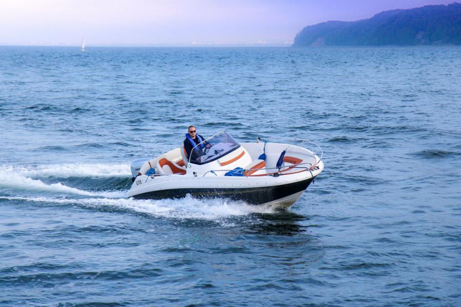 Łódź AM555 do 6 osób wynajem / czarter / rejsy ze sternikiem lub bez: zdjęcie 87067011