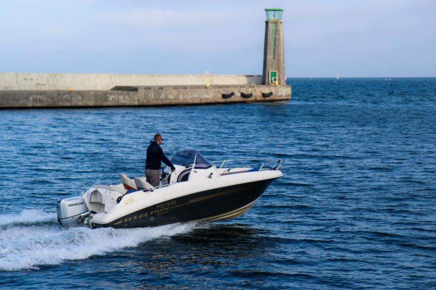 Łódź AM555 do 6 osób wynajem / czarter / rejsy ze sternikiem lub bez: zdjęcie 87067014
