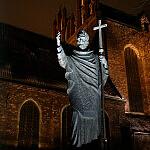 Pomnik Św. Wojciecha przed kościołem Św. Trójcy