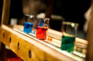 Chemiczne laboratorium na scenie Miniatury. O premierze
