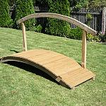 Mostek ogrodowy z poręczą
