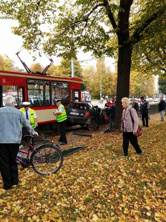 Skutki wypadku z udziałem tramwaju na Siedlcach