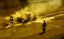 Nocny pożar samochodu