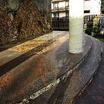 Wejście do budynku z kamieni: Oraculus / Multicolor Red