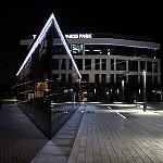 Oświetlenie LED elewacji budynku biurowego – taśma LED + profile do LED – www.sellneo.pl