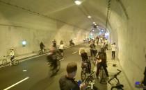 Wielki Przejazd Rowerowy: peleton w tunelu...