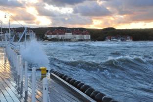 Uwaga na silny wiatr i sztorm na morzu