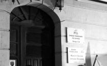 Manifestacja pod biurami PiS nadal trwa