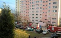Pod blokiem na ul. Arctowskiego stoją 4...