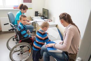 Diagnozują i uczą, jak żyć z chorobą. Odwiedziliśmy Ośrodek Chorób Rzadkich