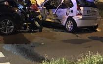 Zniszczone auta pod wypadku na Drodze...