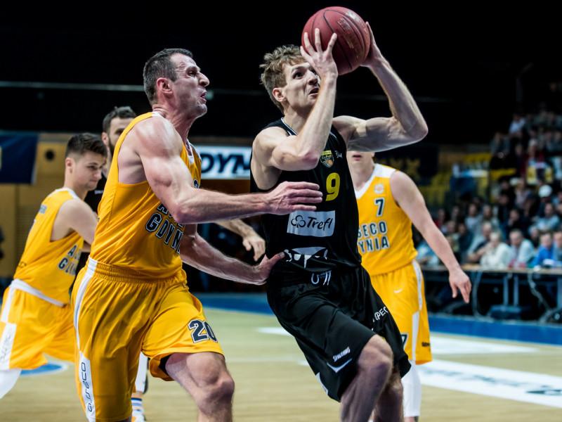 Trefl pokonał Asseco w derbach koszykarzy