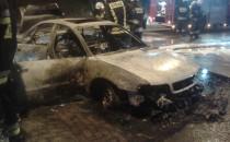 Dąbrowa, przy ulicy Anyżowej płonie samochód