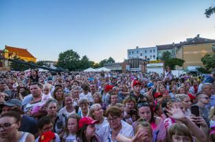 Gwiazdy zaśpiewały dla dzieci na Targu Węglowym