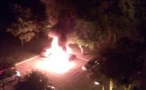 Nocny pożar trzech samochodów na Zaspie