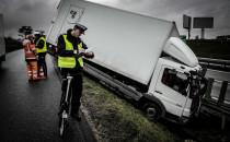 Samochód ciężarowy w rowie na Lubowidzkiej