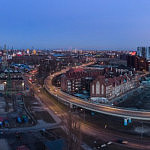 Wieczorna panorama Stoczni Gdańskiej i widoku na centrum miasta