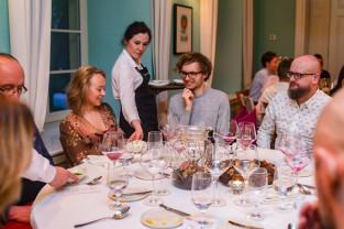 Szefowie kuchni charytatywnie. Roślinna kolacja w Białym Króliku