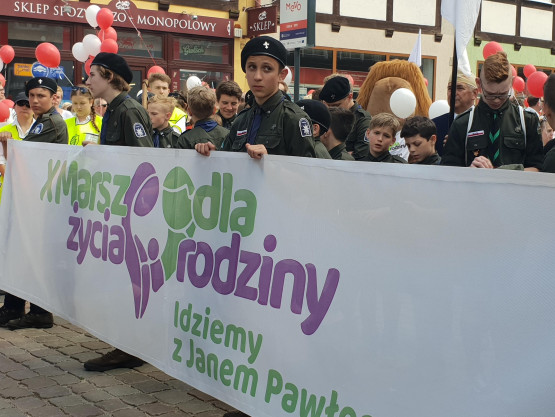 Marsz dla życia i rodziny idzie ulicami Gdańska