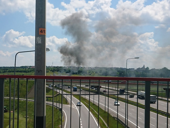 Skutki pożaru auta na obwodnicy
