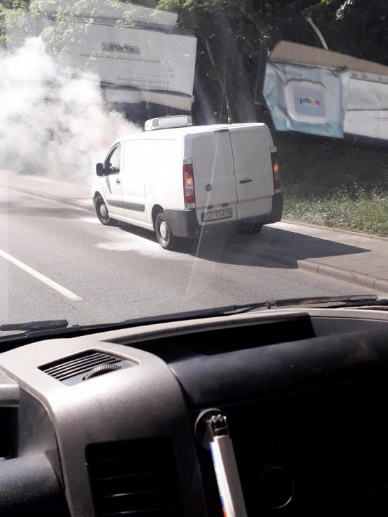 Płonie auto na Słowackiego
