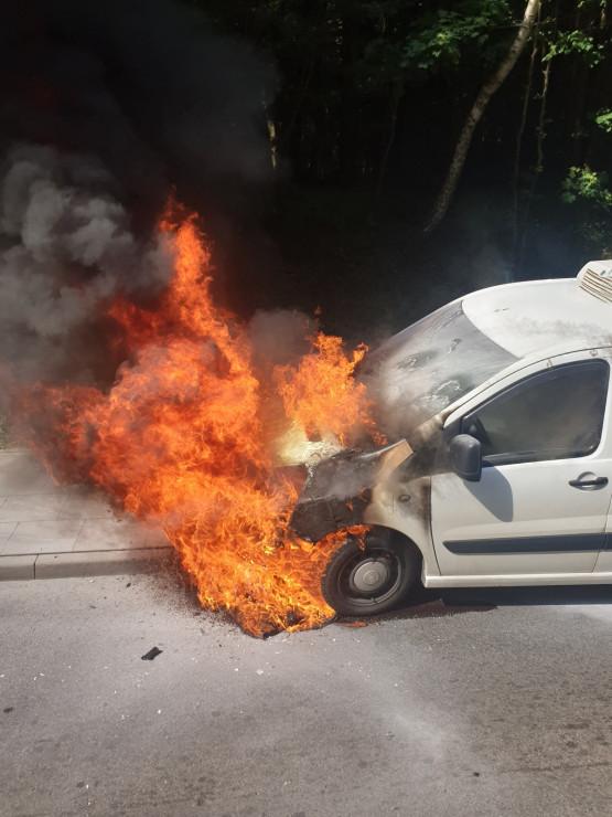 Pożar samochodu na Słowackiego przed Matarnią