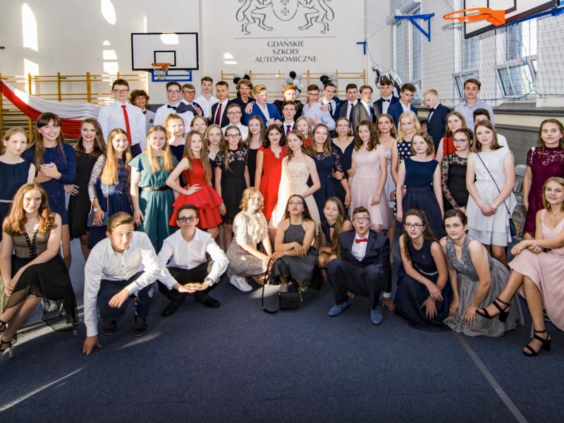 Bale ósmoklasistów i gimnazjalistów. Tak żegnali szkolne mury