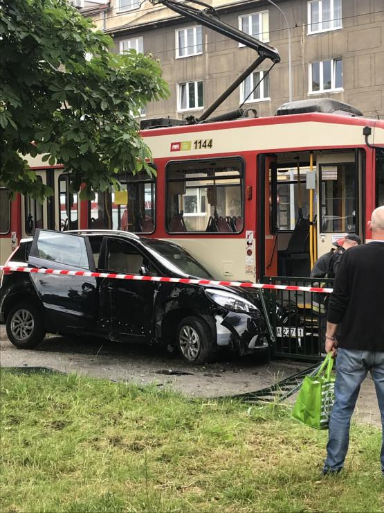 Zderzenie tramwaju z osobówką na Kartuskiej