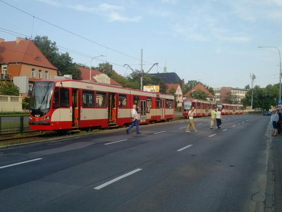 Stoją tramwaje na Grunwaldzkiej w stronę centrum Gdańska
