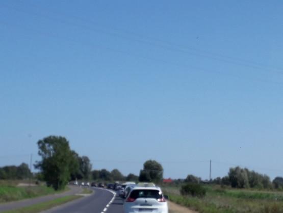 Zakorkowana droga w stronę Wyspy Sobieszewskiej