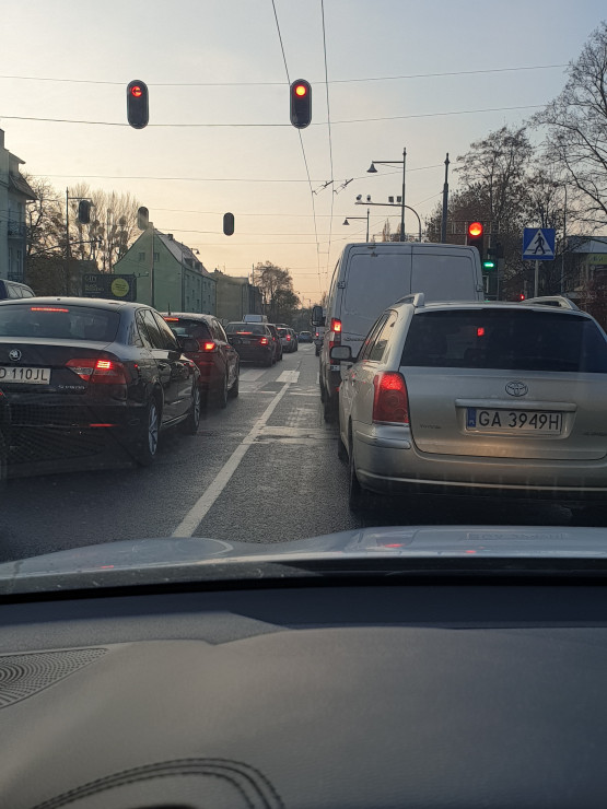 Duży korek w Sopocie w centrum