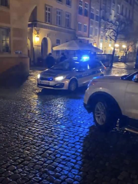 Pijany kierowca wjechał na ul. Długą