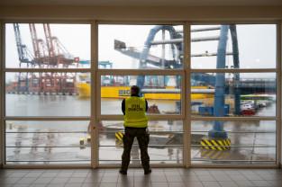 Kontrola pasażerów promu w Gdyni