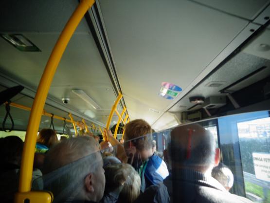 Przepełniony autobus 115