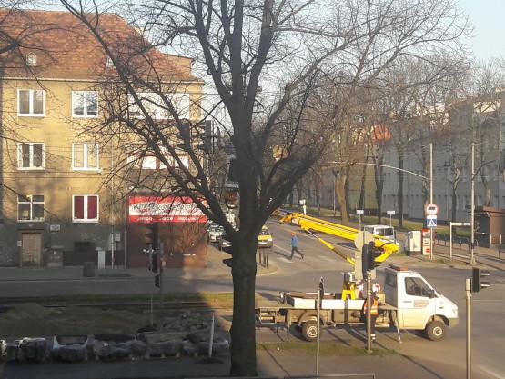 Znak zakazu na krzyżówce Hallera i Kosciuszki