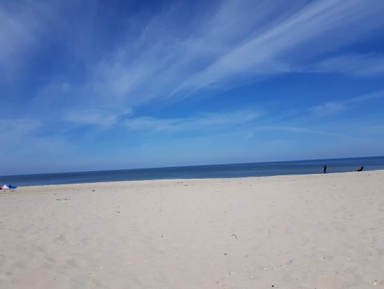 Mniej ludzi na plaży w Stegnie