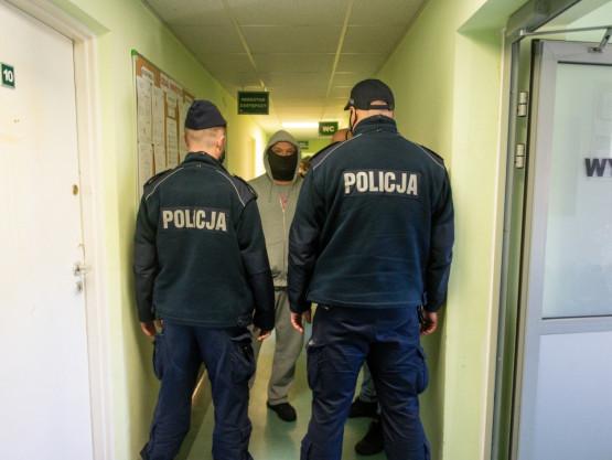 Kolejni policjanci pod siedzibą SM Ujeścisko