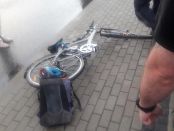 Bmw uderzył w rowerzystę na rondzie przy tunelu (Sucharskiego)