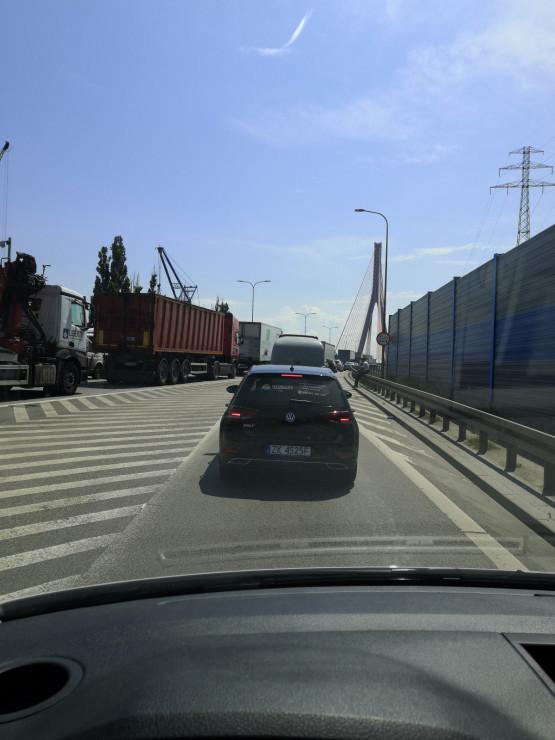 Korek na trasie Sucharskiego w stronę S6