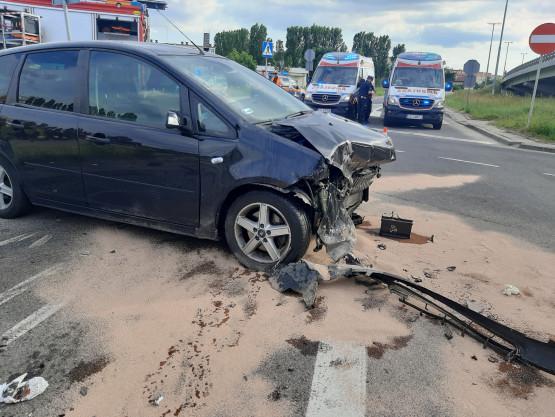 Rozbite auto w wypadku na Chełmie
