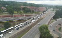 Sznur autokarów blokuje Śródmieście