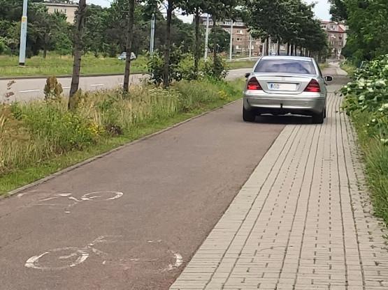 Kierowcy łamią przepisy na ul. Marynarki Polskiej