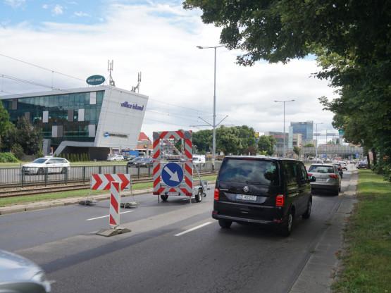 Zapadnięta jezdnia na Grunwaldzkiej w kierunku centrum