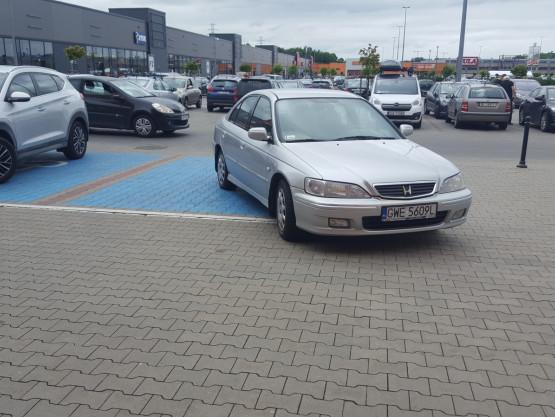 Tak się nie powinno parkować